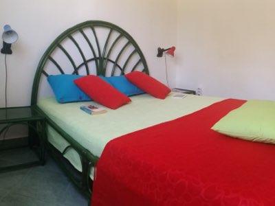 Chambre avec penderie de l'appartement en location à Budva