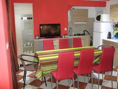 Cuisine & Salle à Manger spacieuse de l'appartement en location à Budva