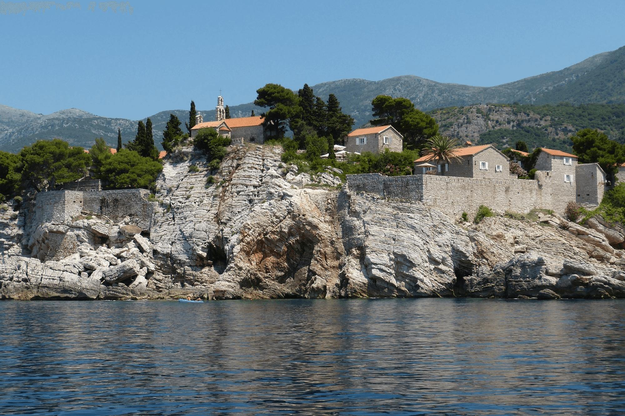Découvrez le cadre de Budva et sa vieille ville